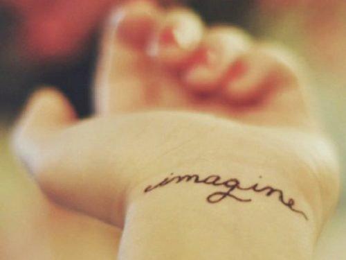 imagine tatuado en muñeca