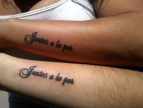 juntos a la par tatuado hombre mujer