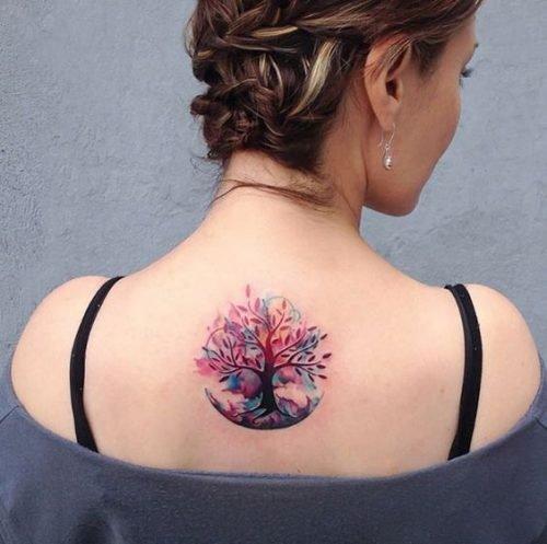 tatuaje arbol espalda mujer