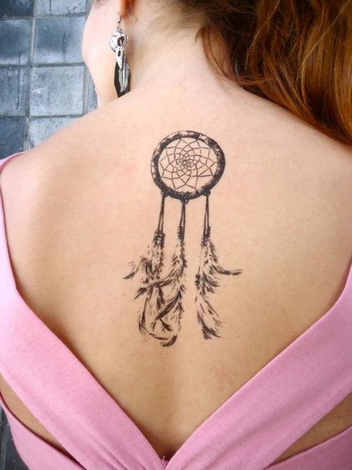 tatuaje llamador de ángeles mujer espalda