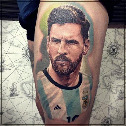 tatuajes de messi en el pie