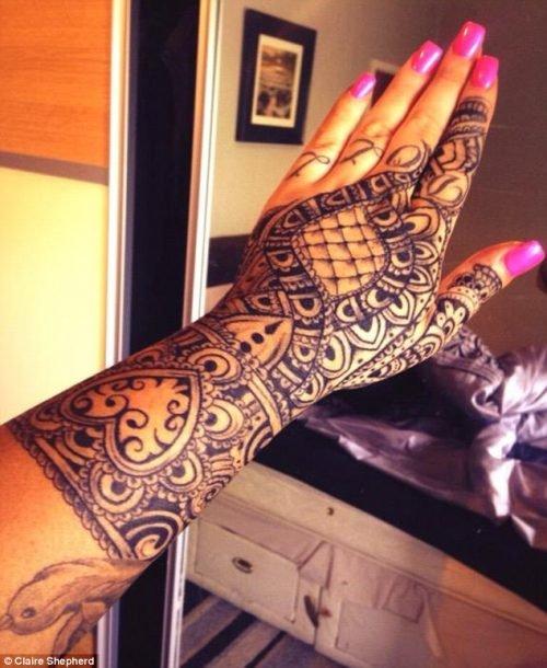 tatuaje completo mano mujer