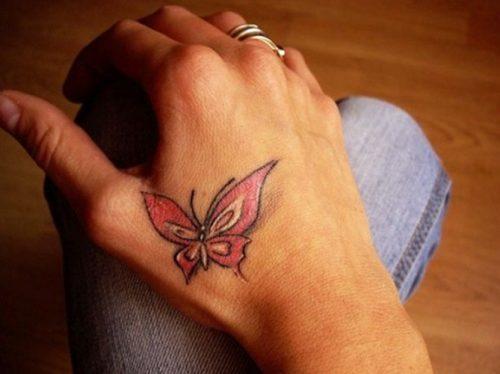 tatuaje mariposa mano señora