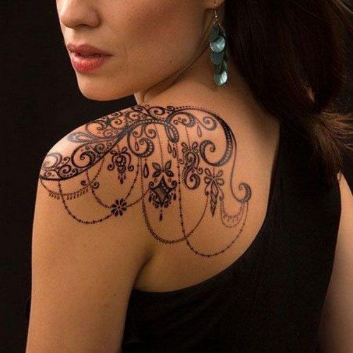 tatuajes para mujeres en el hombro mujer