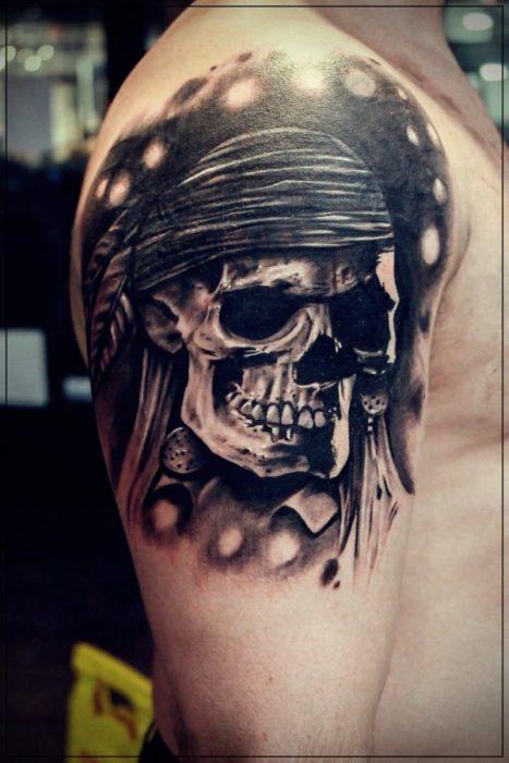 tatuajes para hombres en el hombro de cruces