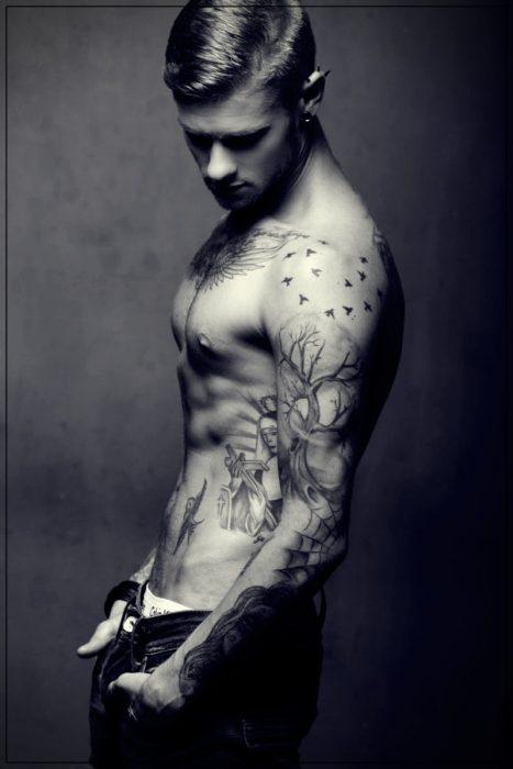 tatuajes religiosos para hombres en el hombro