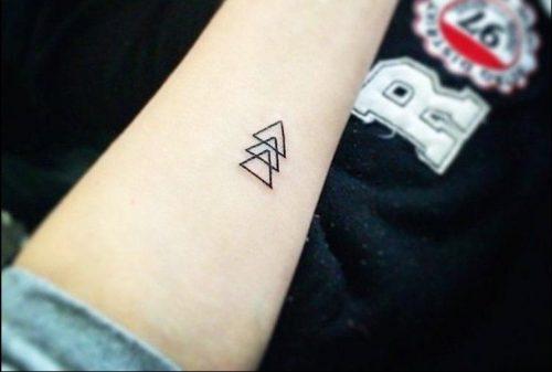 tatuajes en el antebrazo pequeño