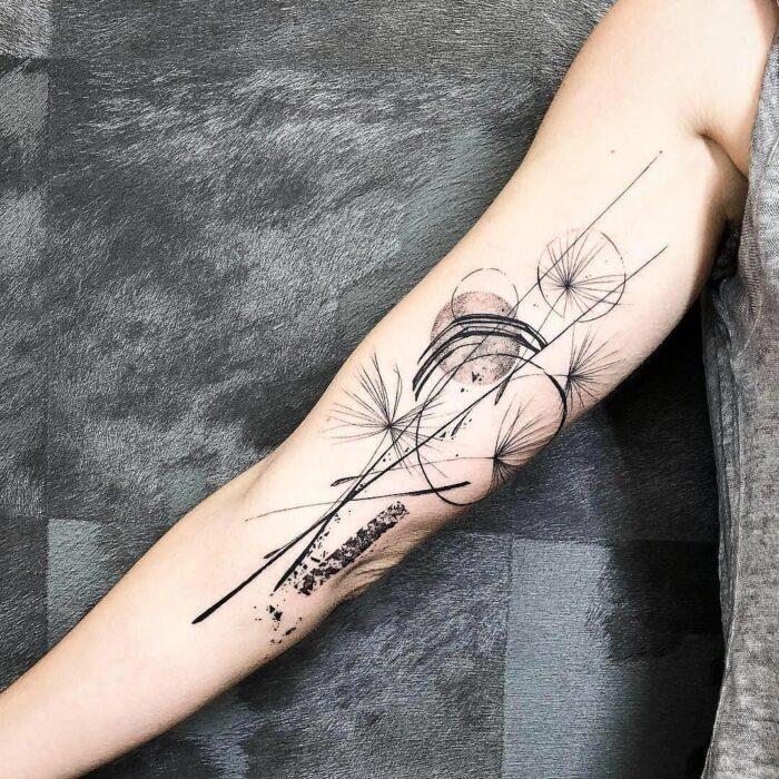 Tatuaje geométrico DIENTE DE LEON 10