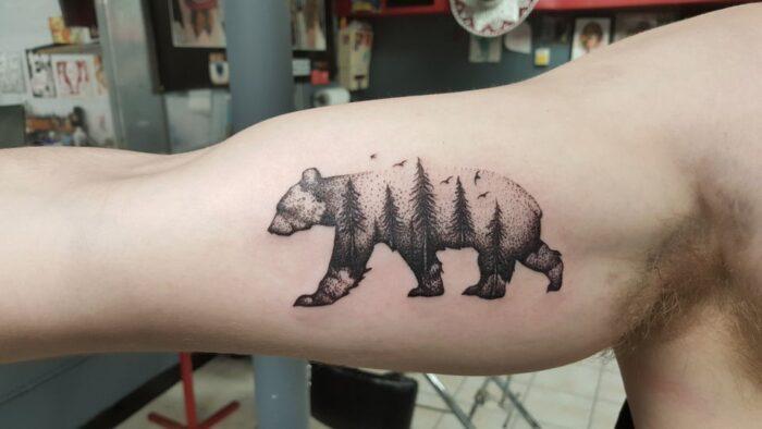 Tatuaje de oso bosque