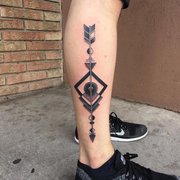 Tatuajes de FLECHAS pantorrillas