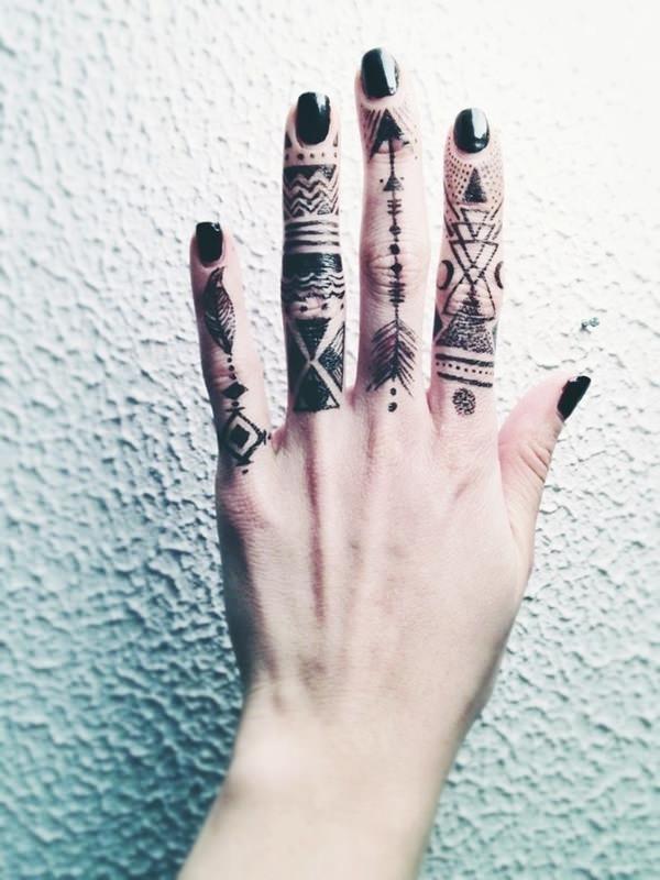 Tatuajes de FLECHAS dedo del medio