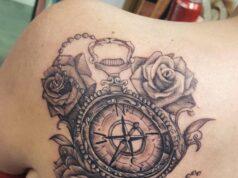 tatuajes de brújula con rosas