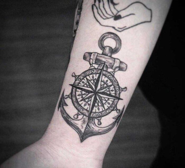 tatuajes de brujulas con ancla