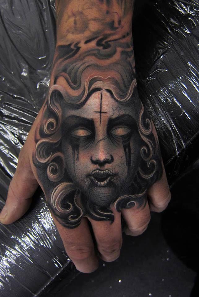 tatuajes de medusa con lagrimas