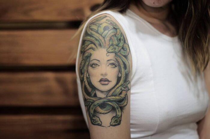tatuajes de medusa serpientes a color