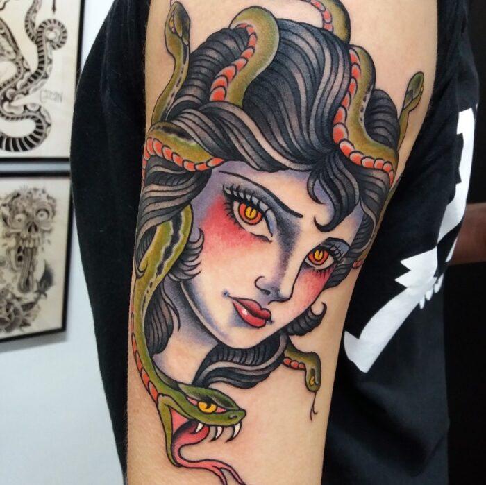 tatuajes de mujer medusa a color
