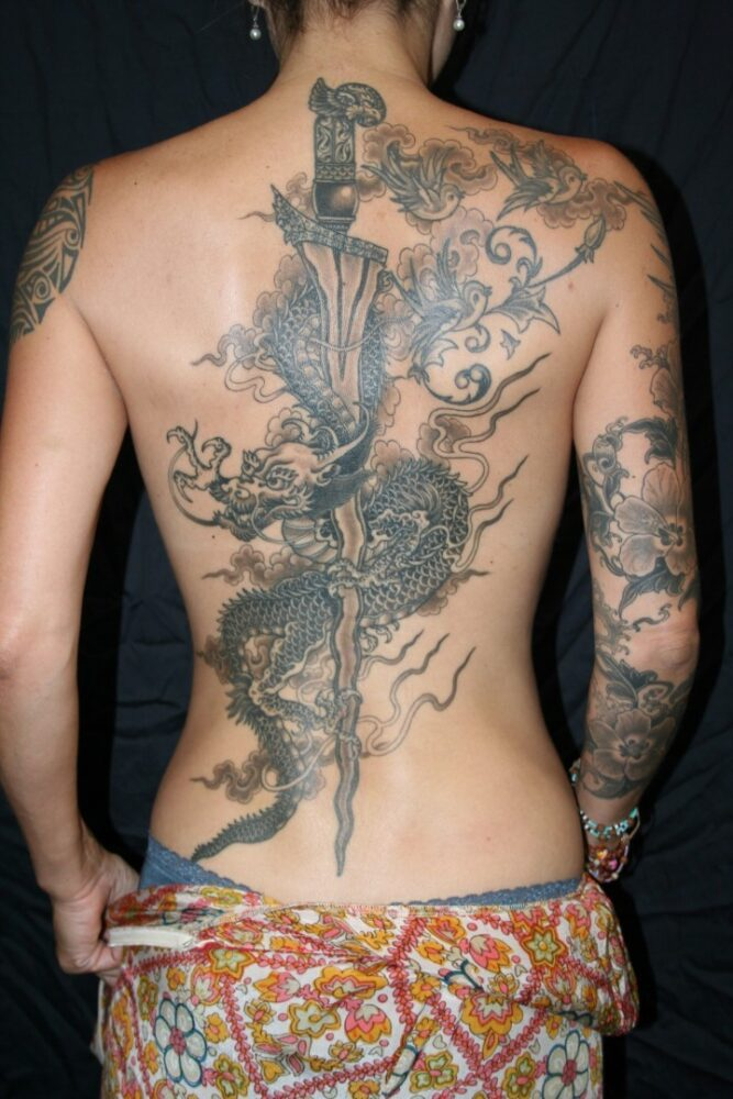 Tatuajes de ESPADA con dragón